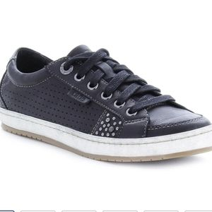 Taos Freedom Black Leather Sneakers Size 8.5